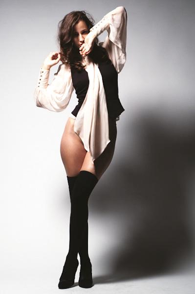 Female model photo shoot of cnizar