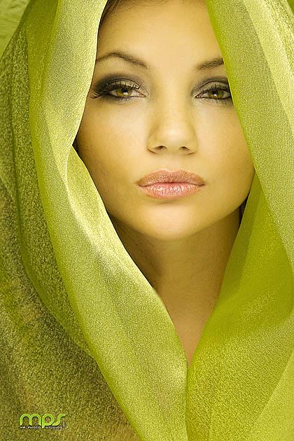 http://photos.modelmayhem.com/photos/110716/18/4e2238c5f2ff6.jpg