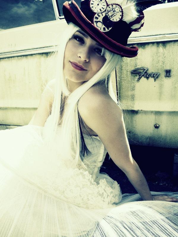 http://photos.modelmayhem.com/photos/110724/21/4e2ceda31f92e.jpg