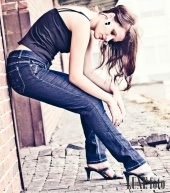http://photos.modelmayhem.com/photos/110730/09/4e34310504861_m.jpg