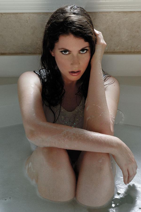 http://photos.modelmayhem.com/photos/110730/22/4e34e99443f5a.jpg