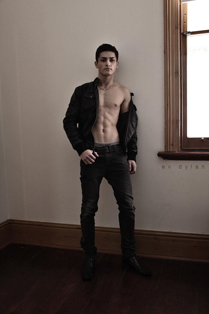 Male model photo shoot of Leslie Mark