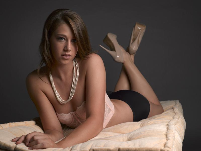 http://photos.modelmayhem.com/photos/110806/22/4e3e28d0a6650.jpg