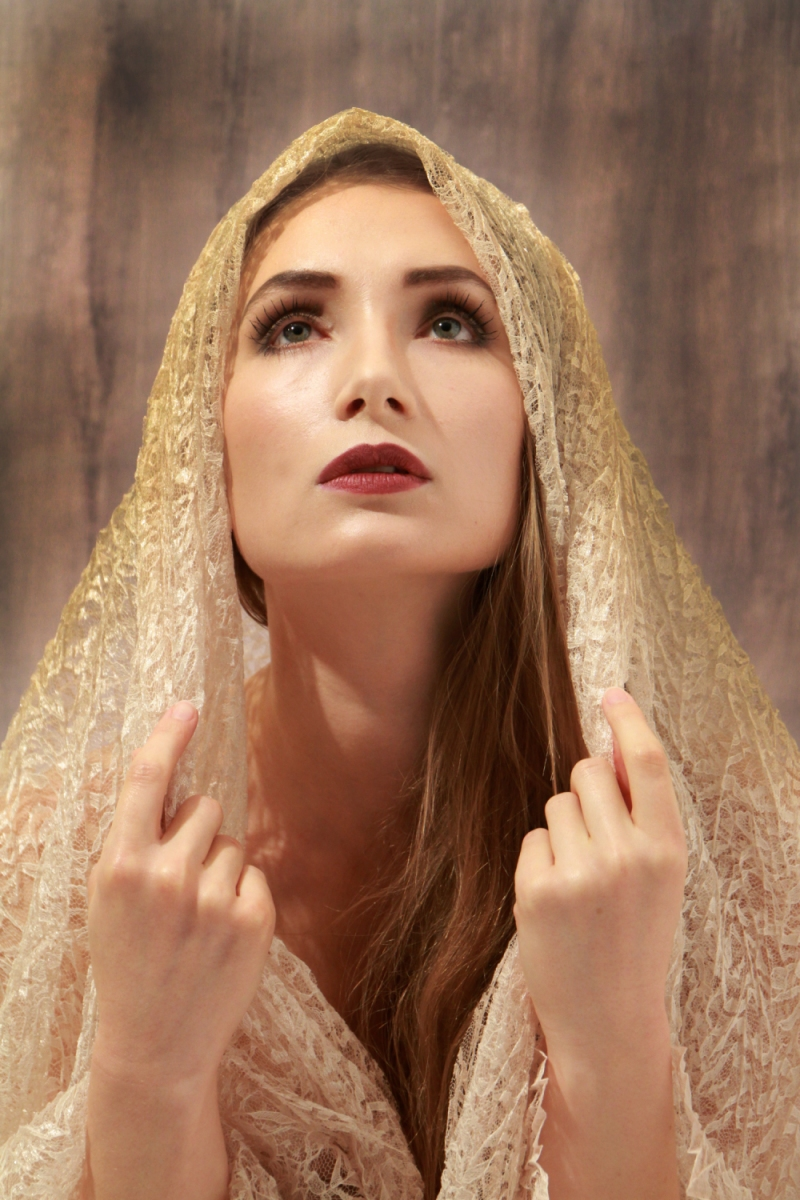 Female model photo shoot of Ailsa Naumann in Newbury