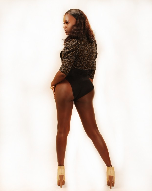 Female model photo shoot of Asha Bee