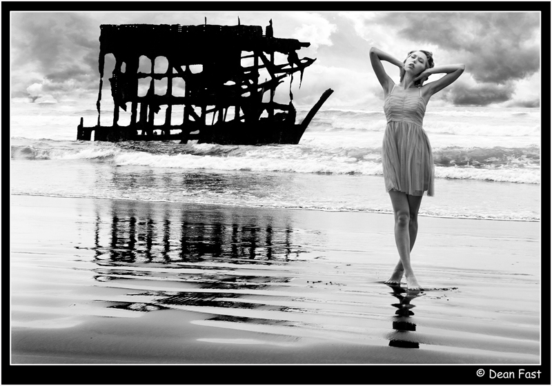 Astoria, OR Aug 10, 2011 Dean Fast Deanna May /  Peter Iredale - Shipwreked off Oregon Coast 1906