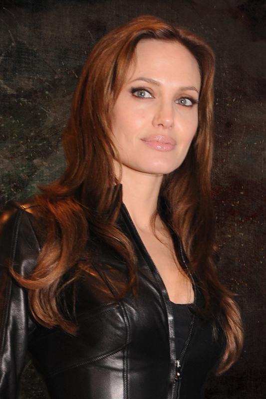 Aug 12, 2011 First Kiss Angelina Jolie