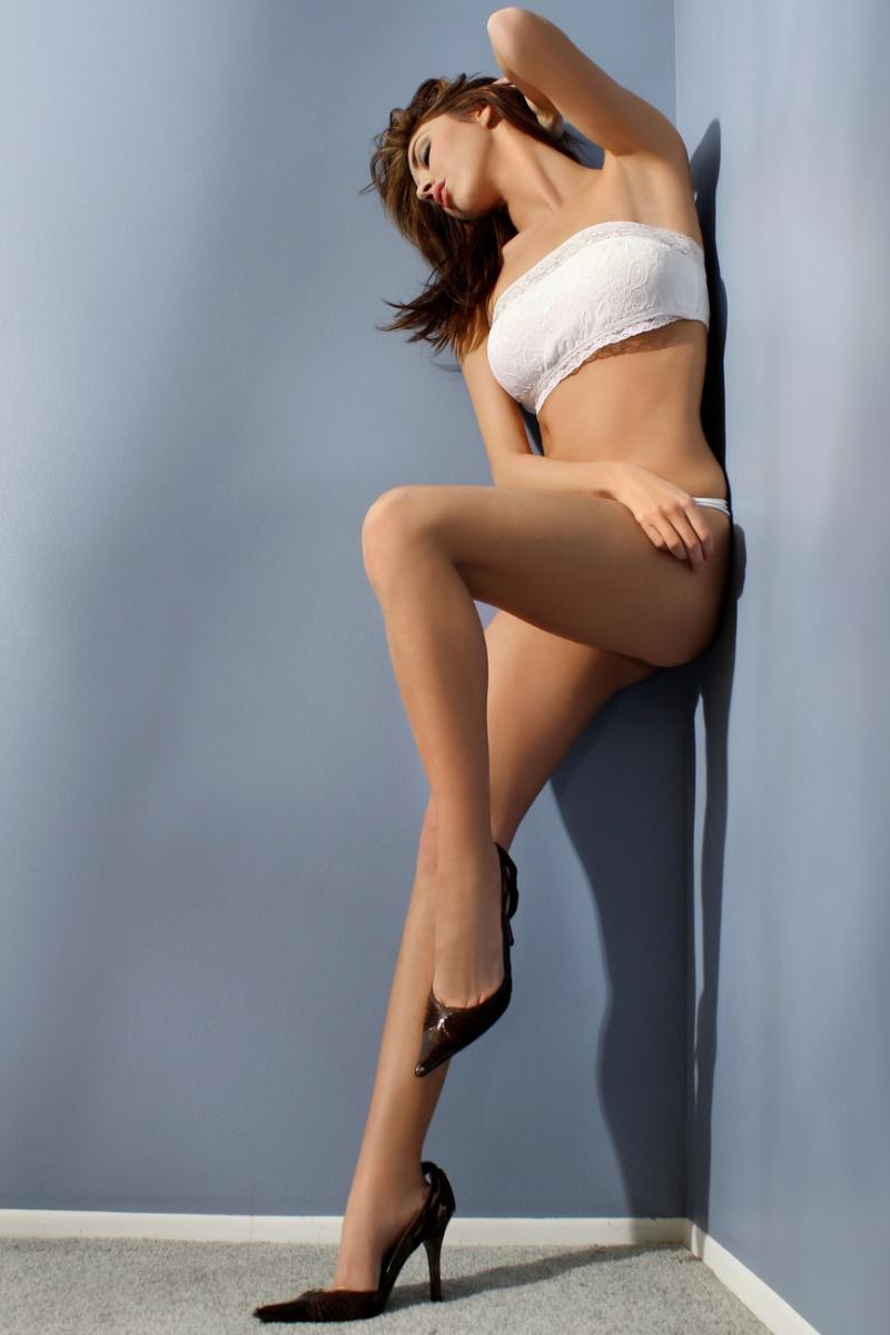 Female model photo shoot of Natalia Morris in bloomfield studio
