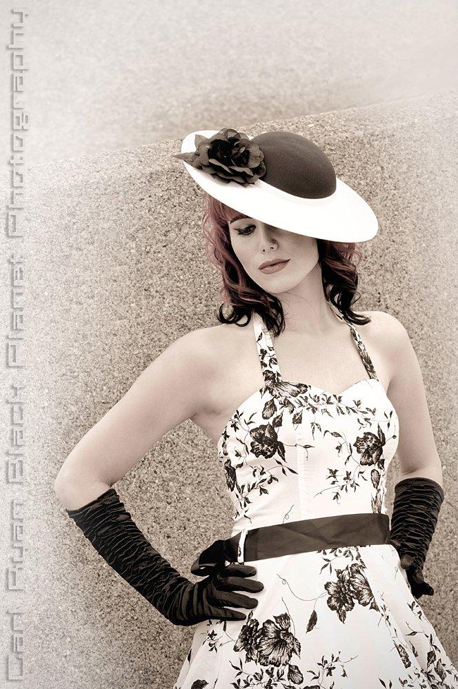 Female model photo shoot of Midnightbliss