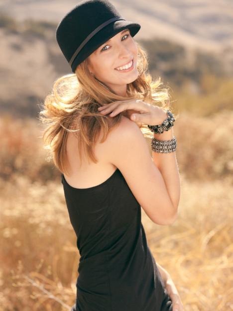 http://photos.modelmayhem.com/photos/110817/10/4e4bf7c920b3c.jpg