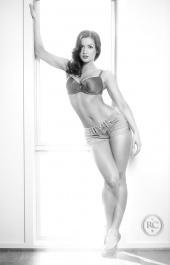 http://photos.modelmayhem.com/photos/110818/14/4e4d8816a3998_m.jpg
