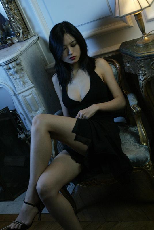 Female model photo shoot of Alice Cheung in paris