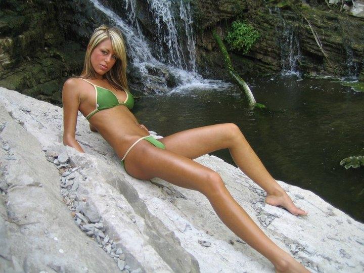 Female model photo shoot of KellyAdams