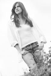 http://photos.modelmayhem.com/photos/110901/02/4e5f4ef26a78f_m.jpg