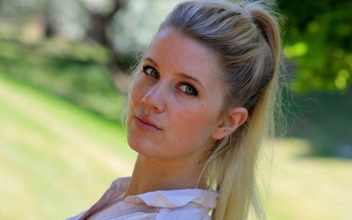 Female model photo shoot of Ellie Elizabeth