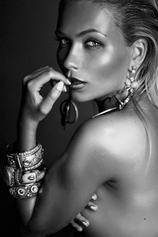 Female model photo shoot of AnNika7