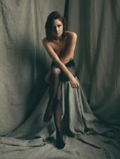 http://photos.modelmayhem.com/photos/110912/04/4e6de9e2ce278_m.jpg