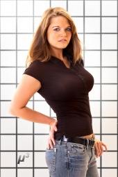 http://photos.modelmayhem.com/photos/110912/13/4e6e691c75492_m.jpg