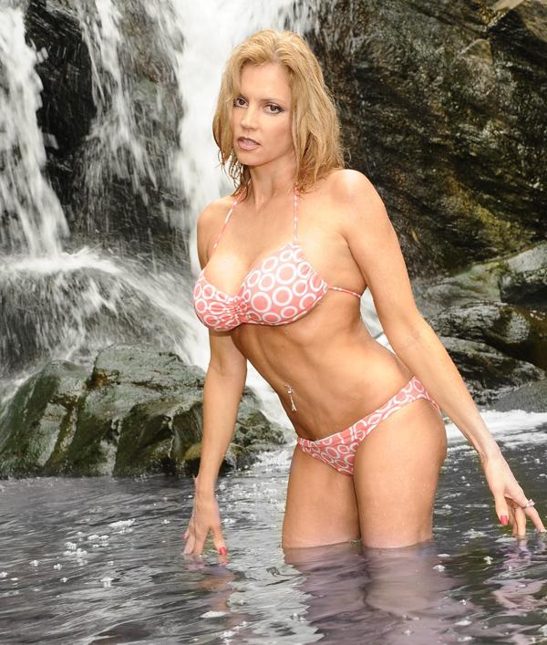 Female model photo shoot of Dianna Paris in Northern Virginia