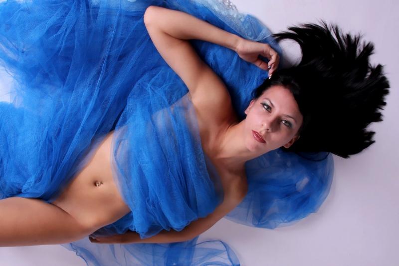 http://photos.modelmayhem.com/photos/110918/12/4e7646ddf1108.jpg
