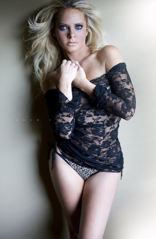 https://photos.modelmayhem.com/photos/110919/12/4e77945193bd7.jpg