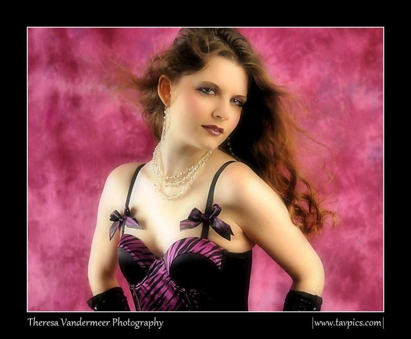 http://photos.modelmayhem.com/photos/110919/17/4e77d9cebea14.jpg