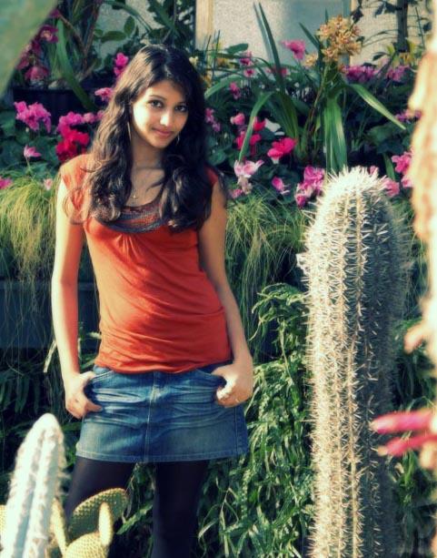 Female model photo shoot of Aakriti Gupta in Domain Winter Gardens