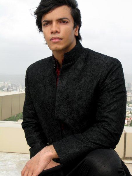 Male model photo shoot of Rizwan Sikander