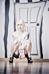 http://photos.modelmayhem.com/photos/110928/06/4e832127ce47c_m.jpg