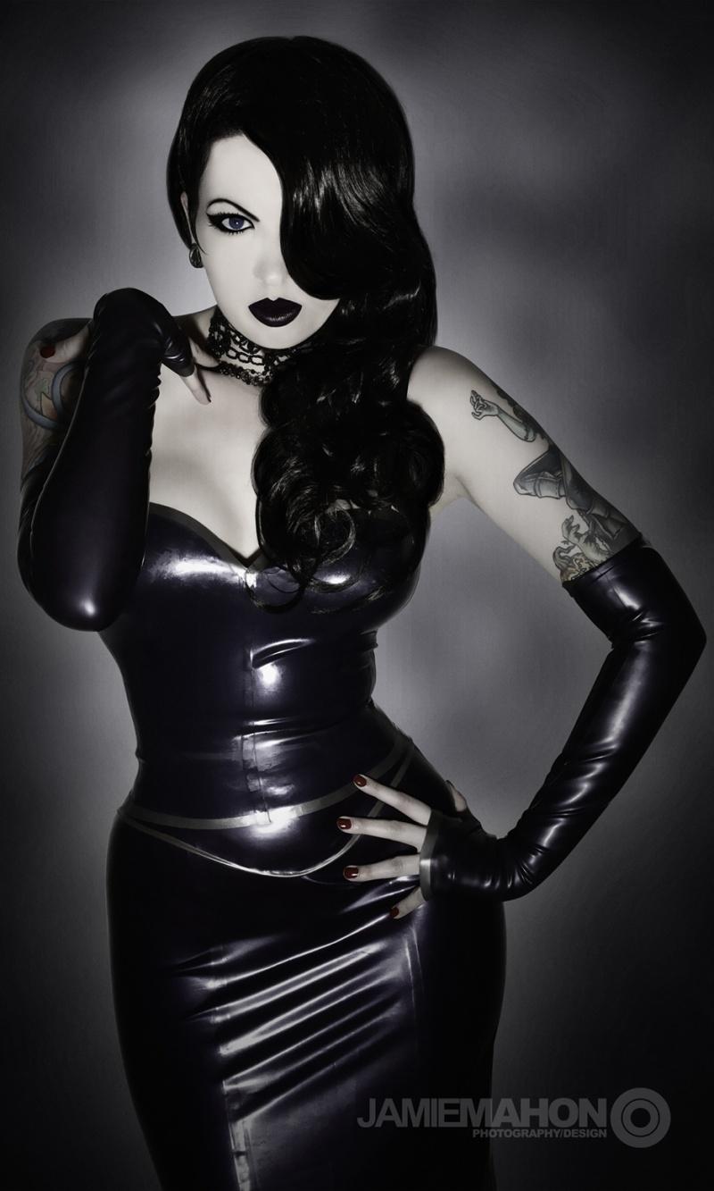 Female model photo shoot of Violeteyes