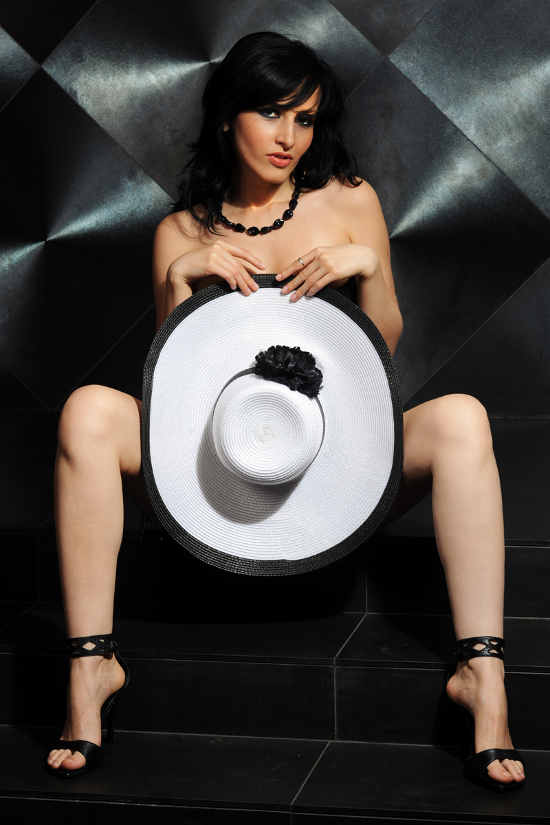 http://photos.modelmayhem.com/photos/111012/03/4e956866e4502.jpg