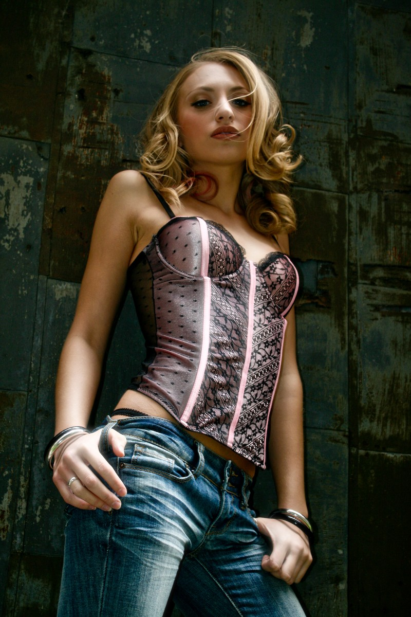 http://photos.modelmayhem.com/photos/111012/10/4e95caeb68bcc.jpg