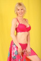 http://photos.modelmayhem.com/photos/111016/17/4e9b712e43fb4_m.jpg