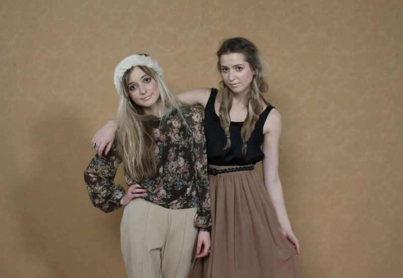 Oct 19, 2011 to be adored photoshoot Beki (left) Hannah (Right)