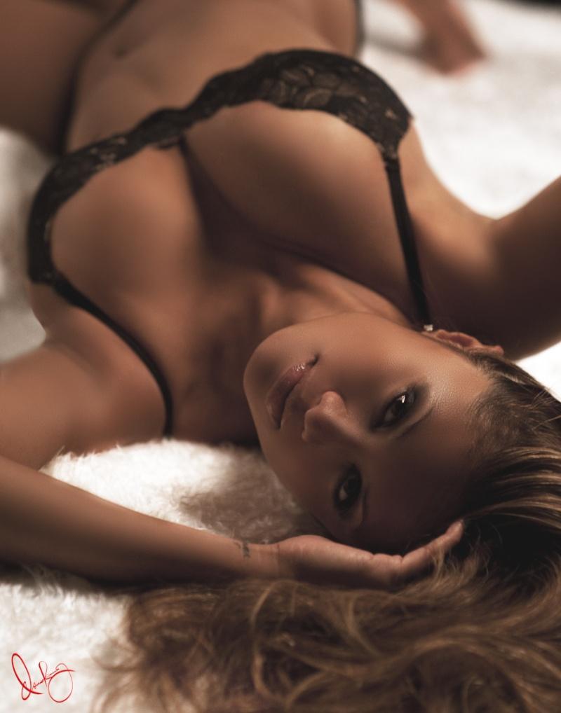 http://photos.modelmayhem.com/photos/111019/17/4e9f71a533412.jpg