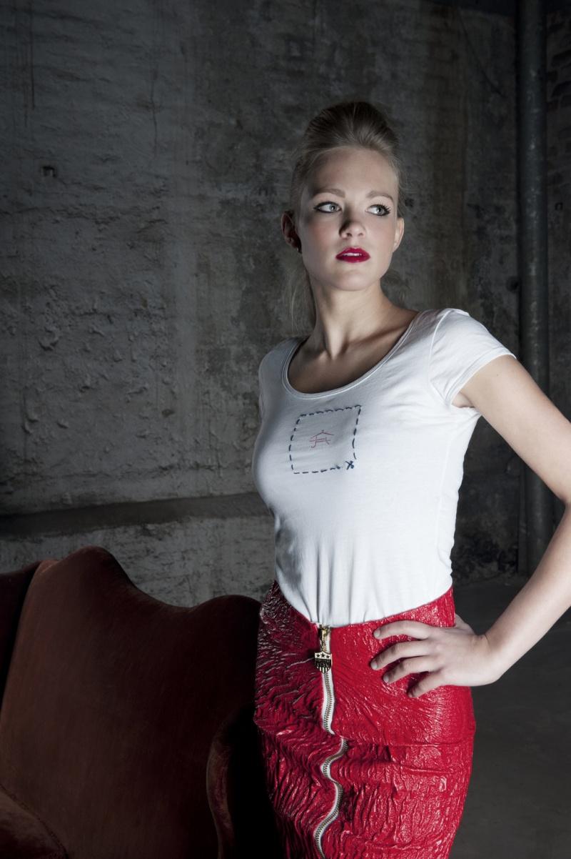 Female model photo shoot of Schmid Rhea