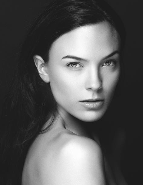 Female model photo shoot of T E A G U E V I V O L O by Tiffany Fortier Photo, makeup by T E A G U E V I V O L O
