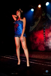 http://photos.modelmayhem.com/photos/111025/03/4ea6912257a1b_m.jpg