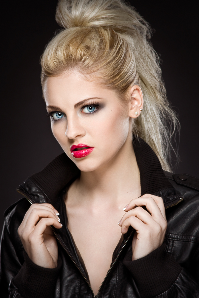 https://photos.modelmayhem.com/photos/111103/01/4eb24a6be98c8.jpg