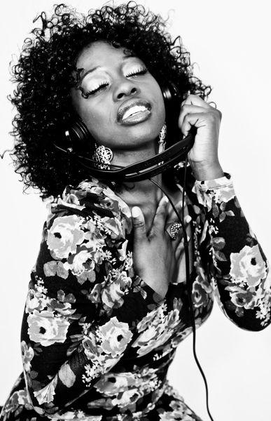 Female model photo shoot of Jalohn