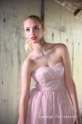 http://photos.modelmayhem.com/photos/111104/17/4eb4845860fa0_m.jpg