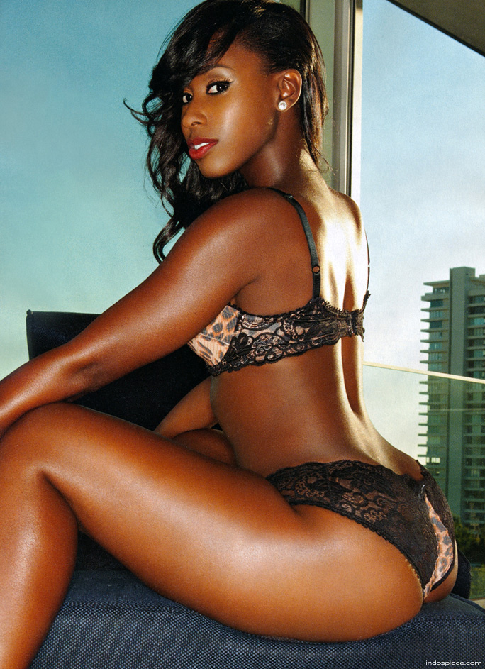 Ebony girls in lingerie