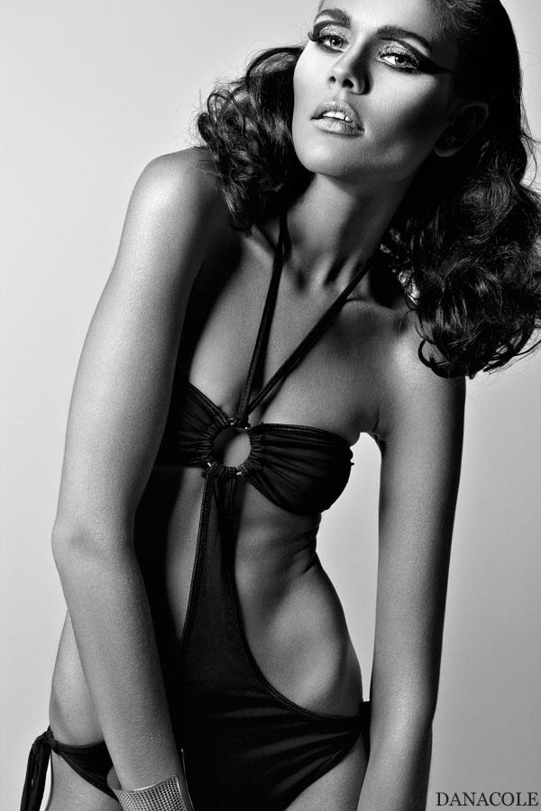 Mi Studio Nov 10, 2011 DanaColePix Some like it hot !!! Alina/Heartbreak model agency