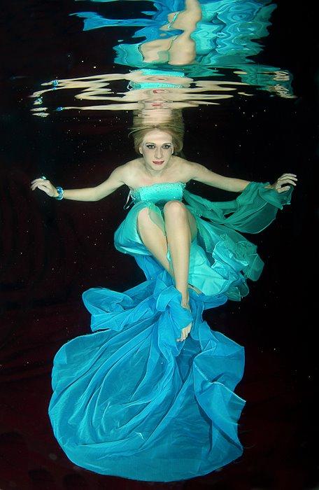 Savannah GA Nov 10, 2011 Leigh Dunne underwater shoot