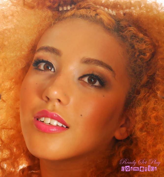 Female model photo shoot of GlamDoll