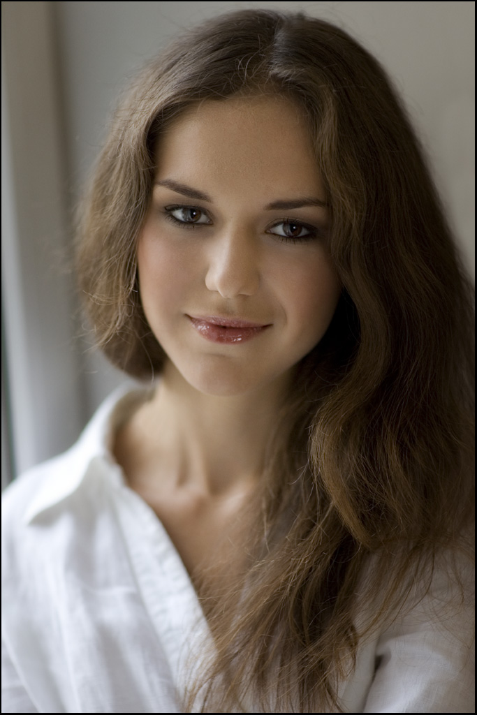 Female model photo shoot of Elaine Hopkins by db Images in Kiev, Ukraine, makeup by Elaine Hopkins