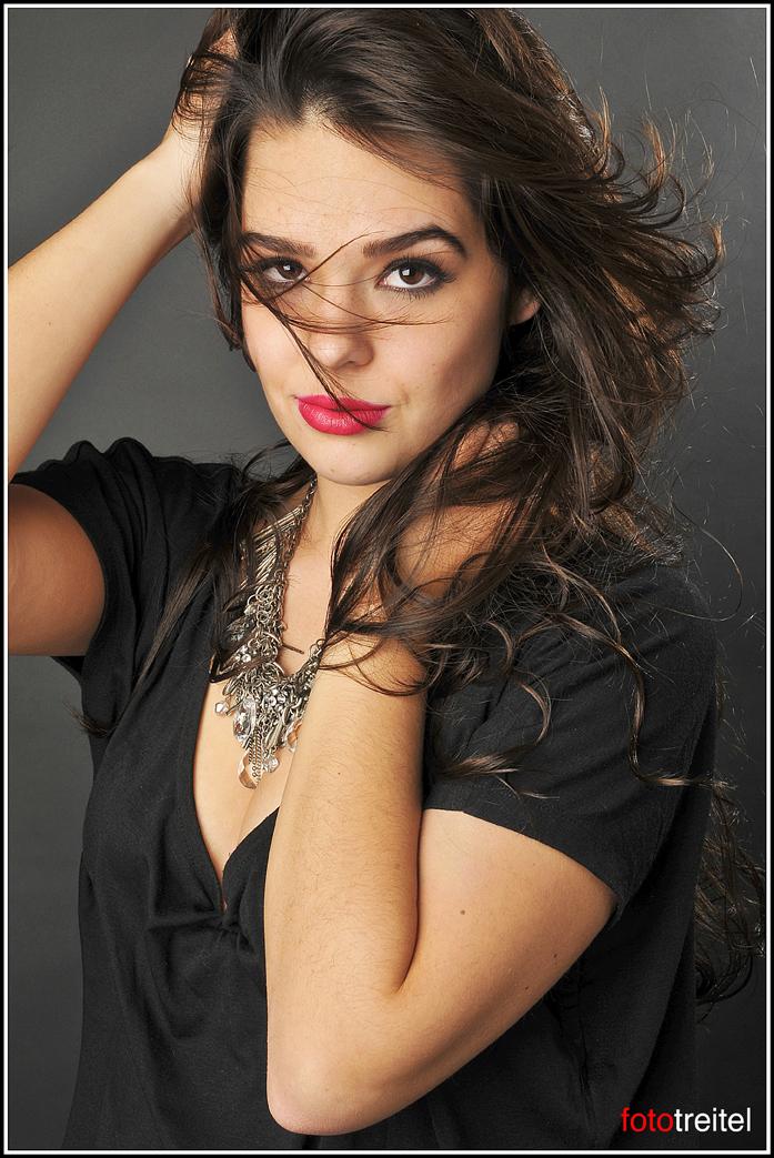 http://photos.modelmayhem.com/photos/111123/16/4ecd950f99af6.jpg