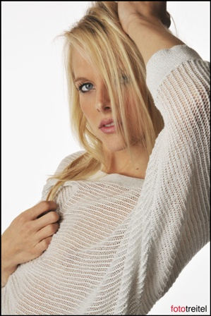 Female model photo shoot of Kate Avery by fototreitel