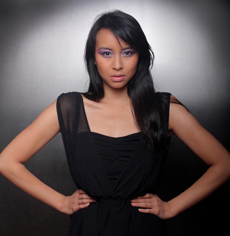 http://photos.modelmayhem.com/photos/111129/12/4ed543abc30e0.jpg