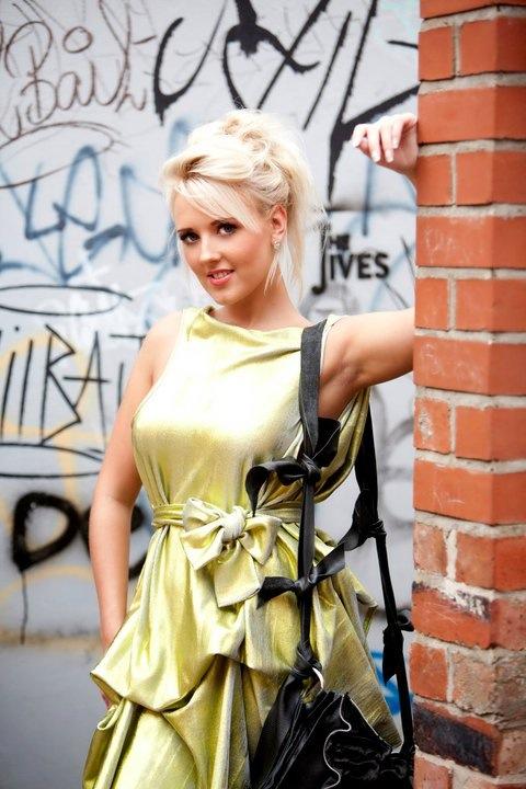 Female model photo shoot of Rachel Bradder